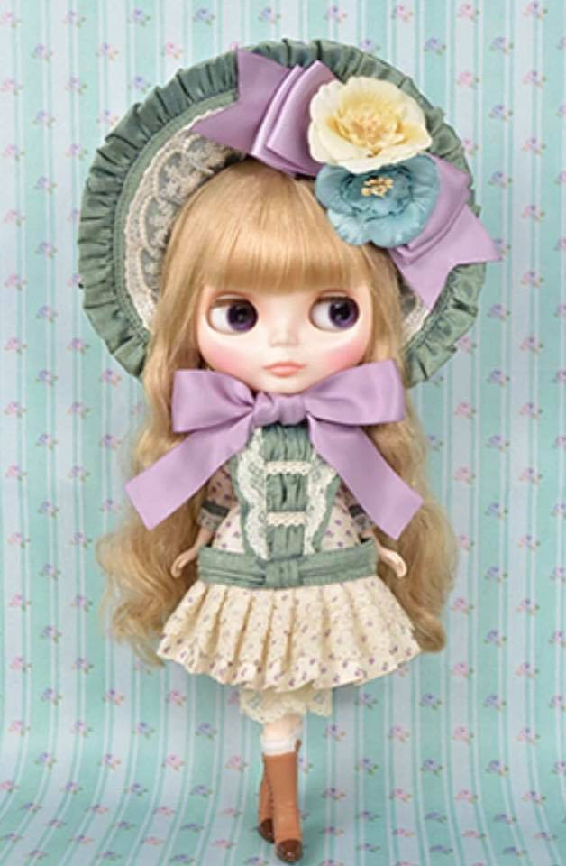http://magmaheritage.com/Blythe/ClearlyClaire/clearlyclaire2.jpg