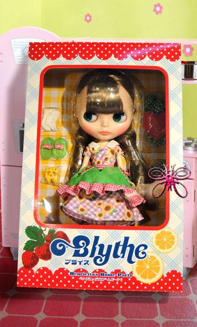 http://magmaheritage.com/Blythe/HenriettaHomesParty/henriettashomepartyinbox2large.jpg