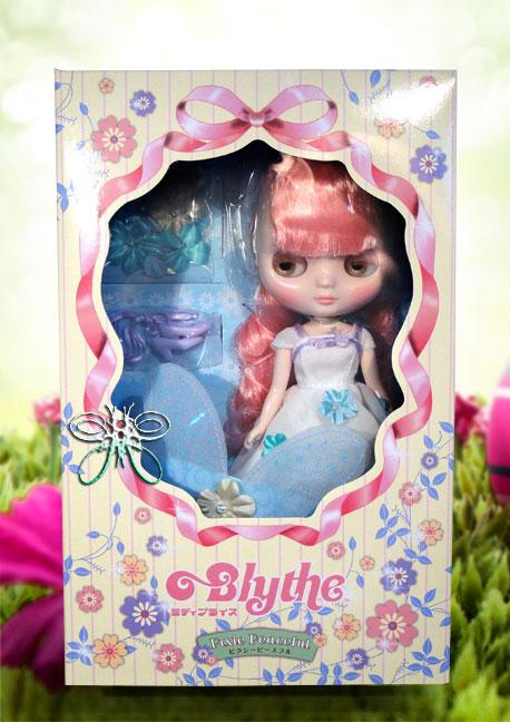 http://magmaheritage.com/Blythe/PixiePeaceful/pixiepeacefulinboxlarge.jpg