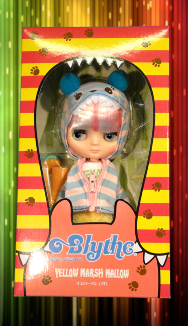 http://magmaheritage.com/Blythe/Yellowmashmallow/yellowmarshmallowinboxlarge.jpg