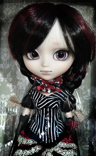 https://magmaheritage.com/laurapullip/laurainbox2large.jpg